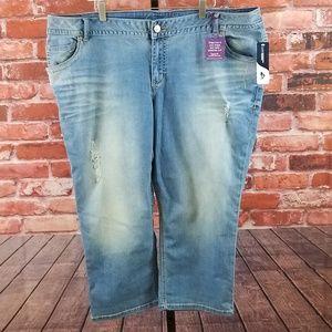NWT Lane Bryant genius fit distressed capri jeans